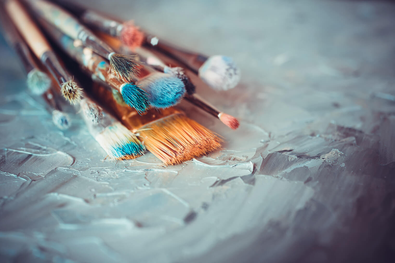 水彩、油絵の絵の具や筆のお手入れや収納・保管方法【アイテム別】