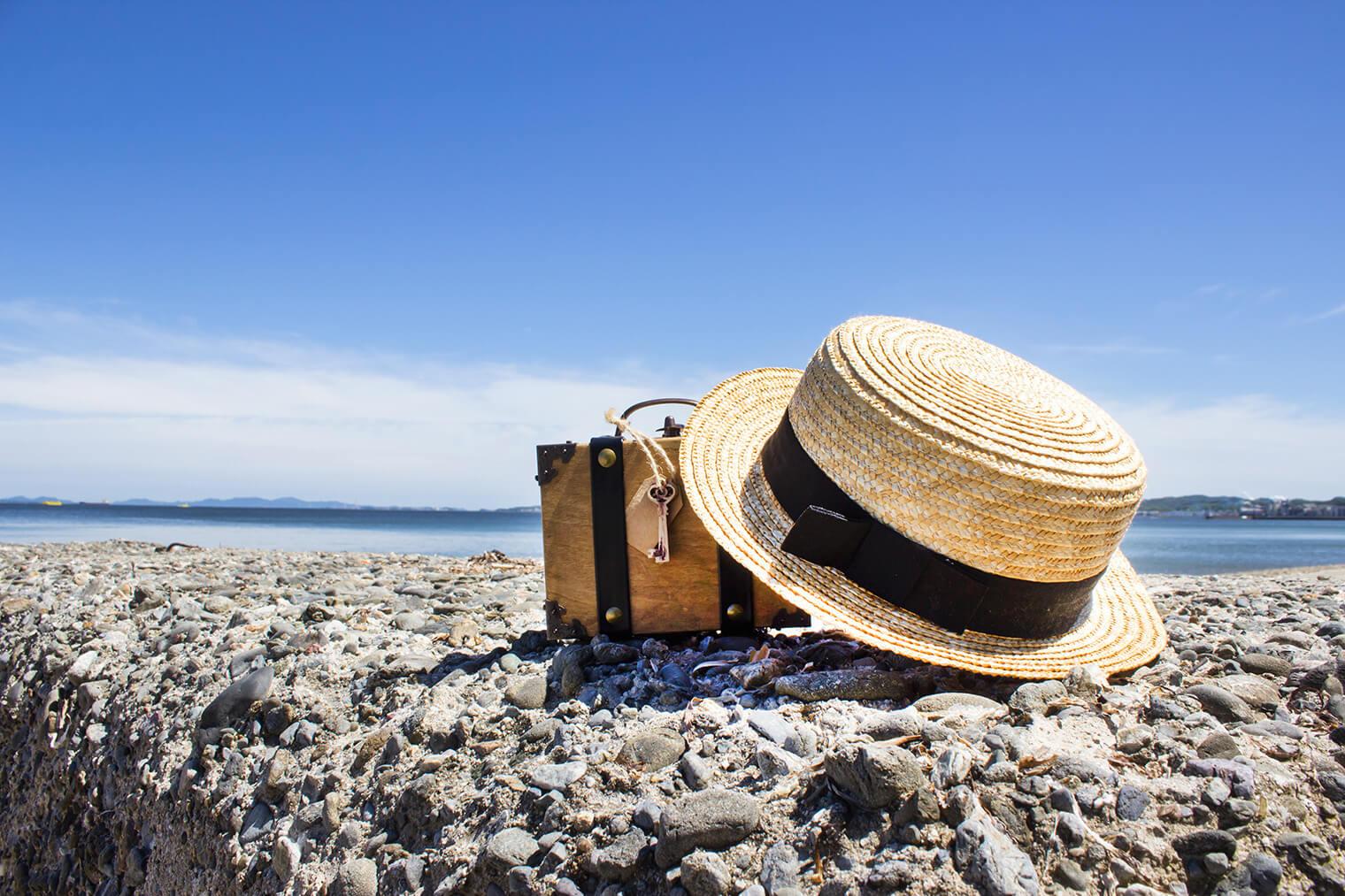 麦わら帽子を型崩れやほこりから守る保管・収納方法
