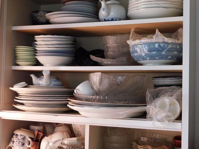 一人暮らし向け食器棚の選び方!置かない場合は代用品でもOK