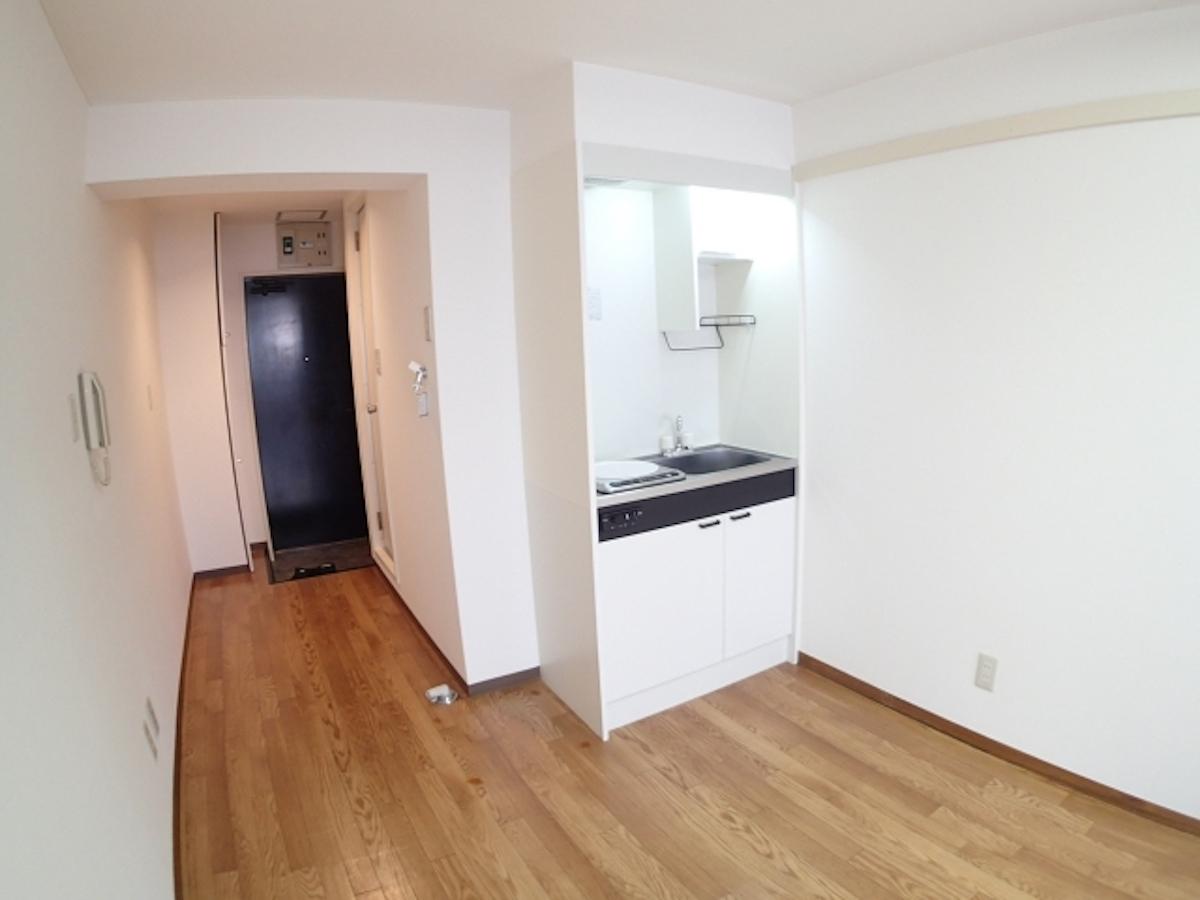 【一人暮らしの収納術】家具のレイアウトしだいでスッキリした部屋になる