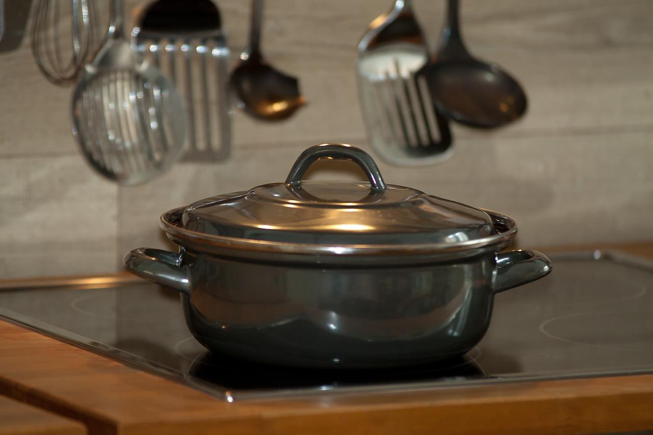 【狭くてもOK】鍋の収納方法6選!キッチンで便利な収納グッズを紹介