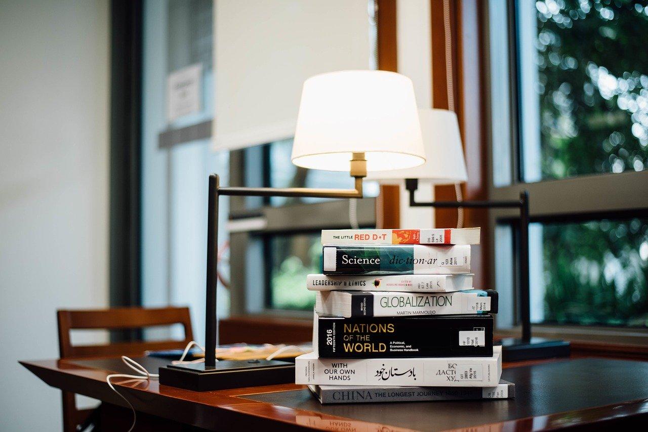 照明で一人暮らしの部屋が素敵に変身。選び方のコツやおすすめをご紹介