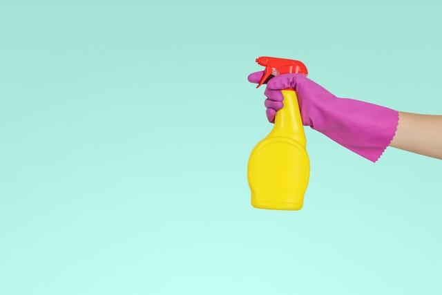 一人暮らしなら知っておきたい掃除の方法!キッチンや排水溝、トイレの簡単な掃除方法を解説
